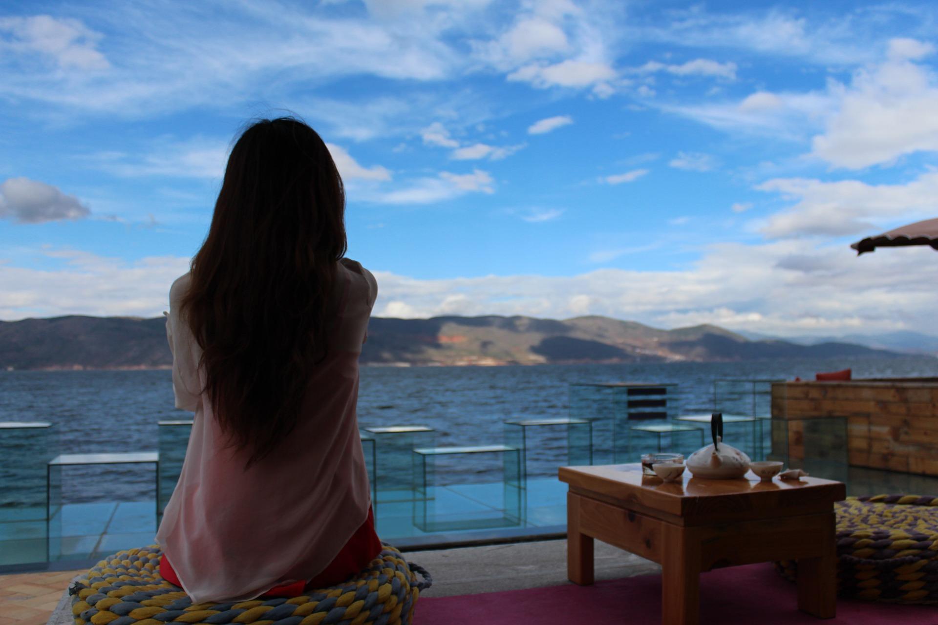 伝説のスピリチュアリスト、ルイーズ・L・ヘイが教える「瞑想法」。