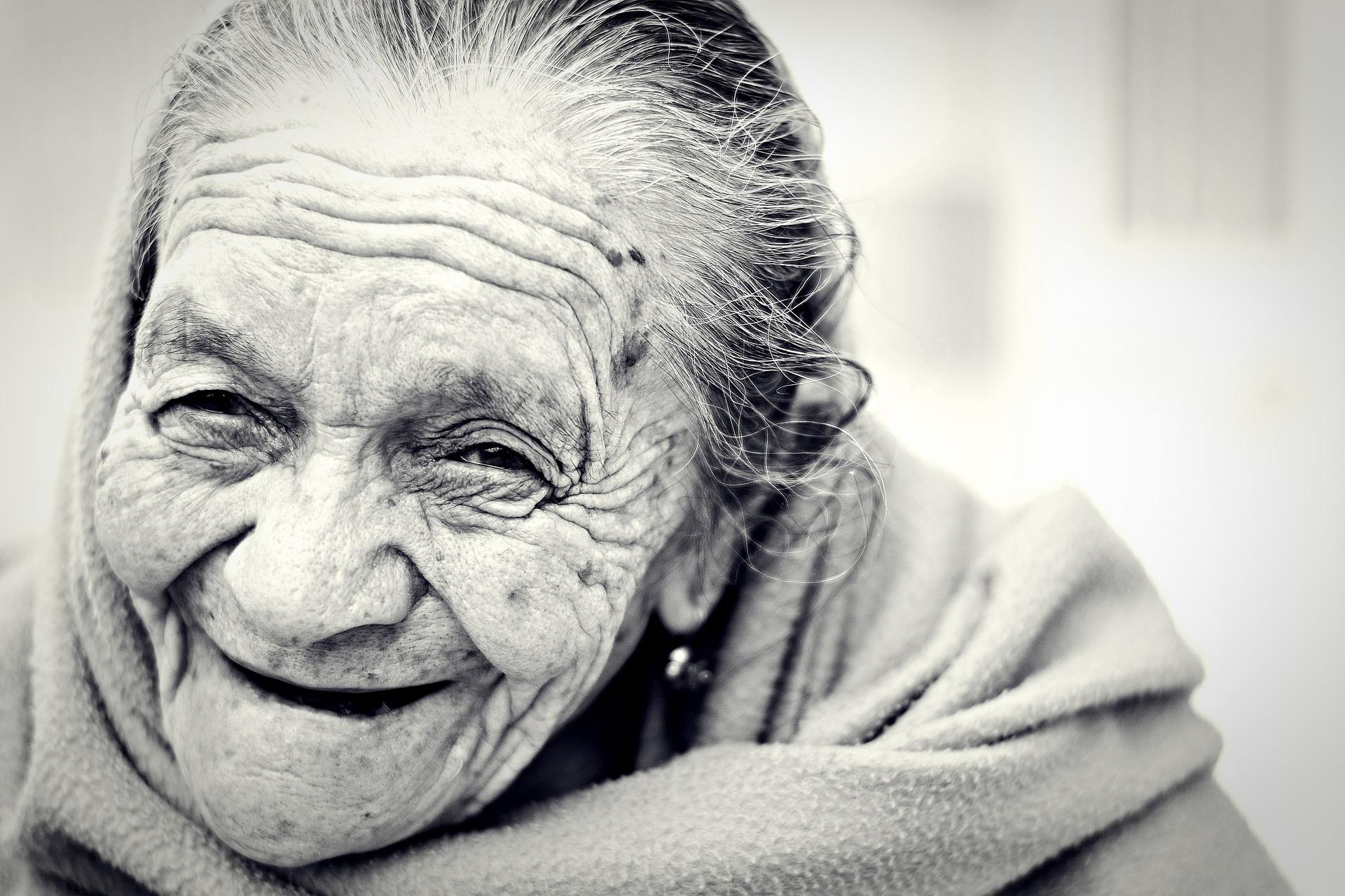 100歳以上生きる人に共通する9つの法則。
